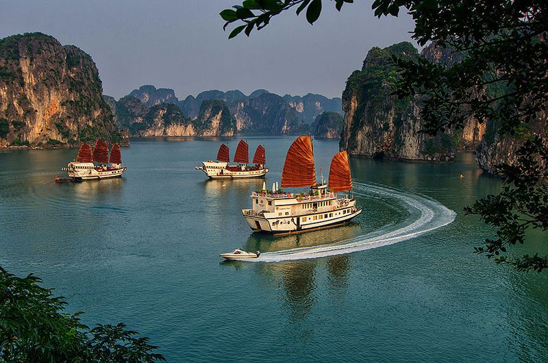 BAI TU LONG BAY 3 DAYS 2 NIGHTS SLEEP ON THE BOAT